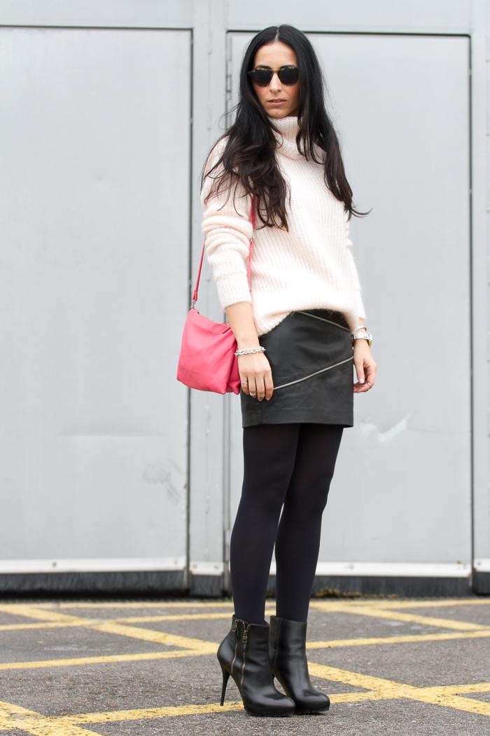 Streetstyle blogger moda valenciana con falda mini piel cremalleras y maxi jersey angora de Zara