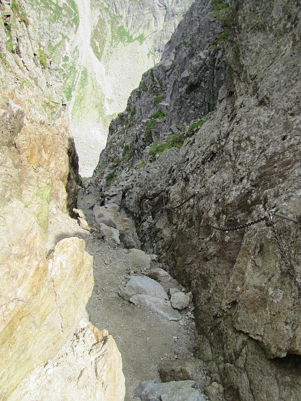Kozia Przełęcz - widok w kierunku Dolinki Koziej.