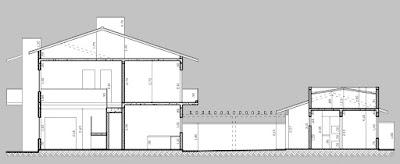 Na seção longitudinal é possível identificar o mezanino à esquerda no desenho.