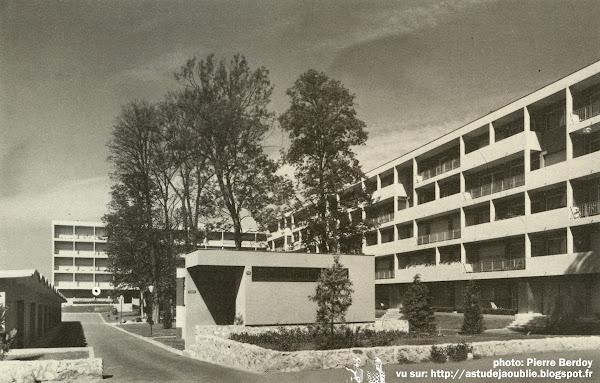 Garches - Résidence, rue de la Porte-Jaune  Architectes: Jean Ginsberg, Pierre Vago  Construction: 1956