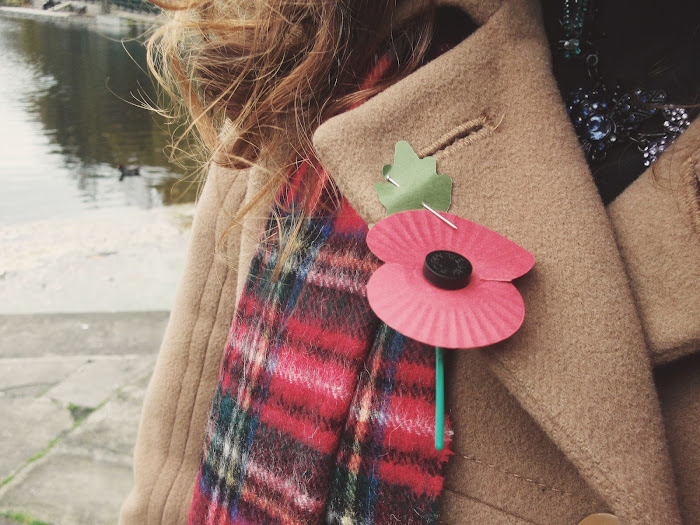 it's cohen - uk style blog: wiwt, ootd, winter fashion, laura lees, tartan scarf, remembrance sunday, poppy
