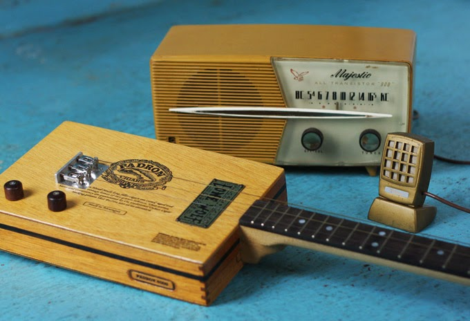 Radio turned into a Guitar Amplifier
