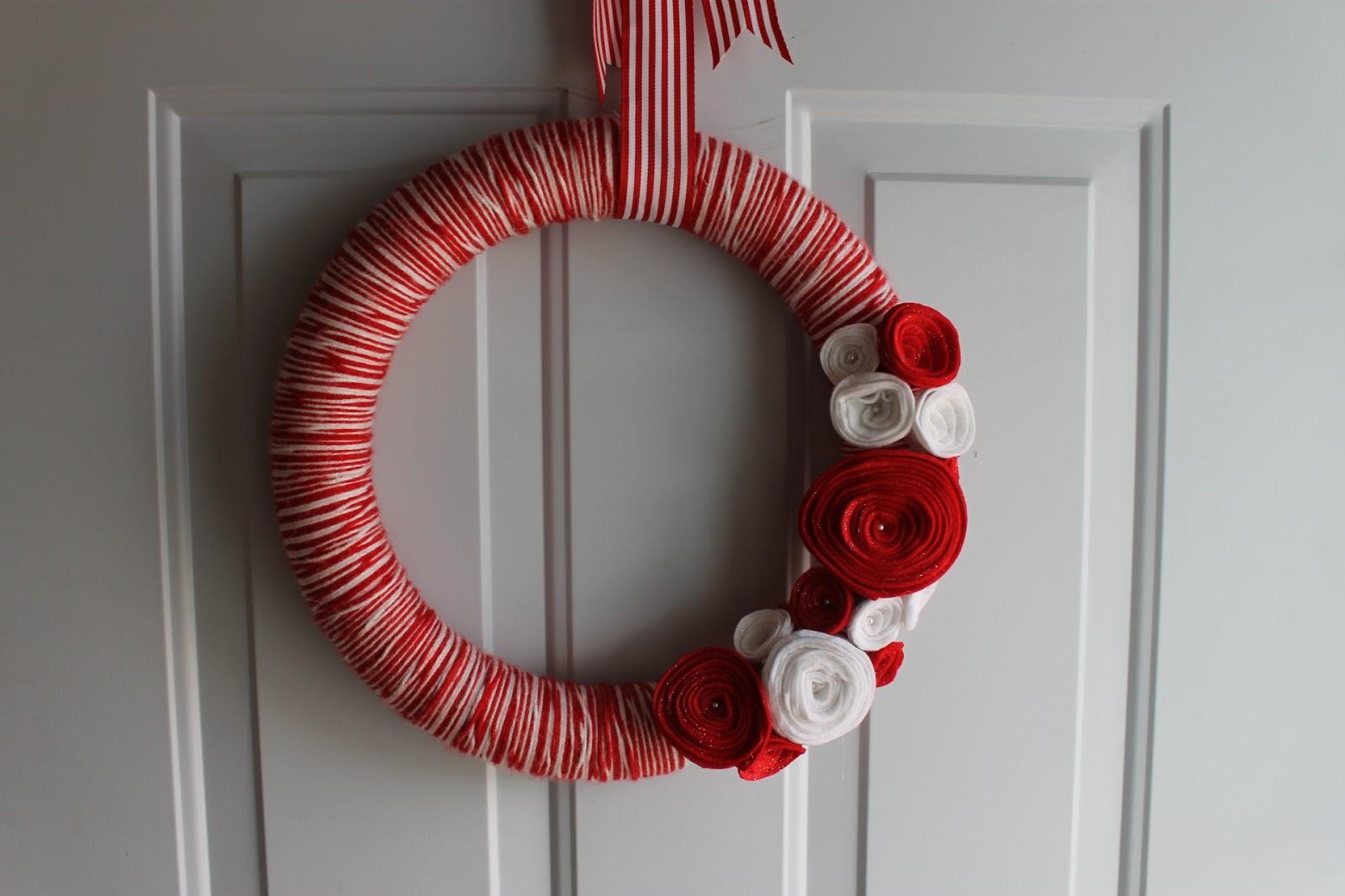 Peach Stitches: Christmas Yarn Wreath