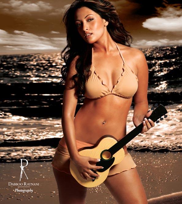 riya sen sexy bikini photos 04