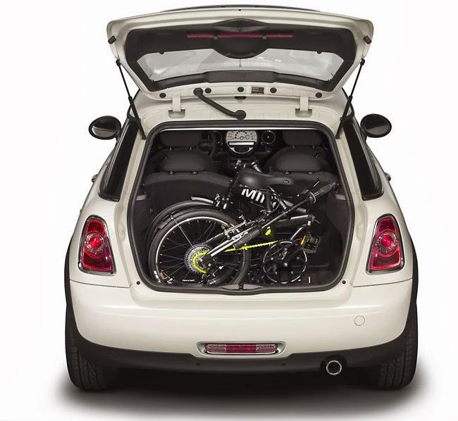 Bicicleta Plegable PLEGABICI dentro de un Auto