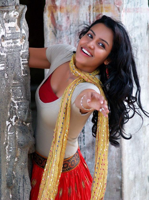 pics of Priya Anand
