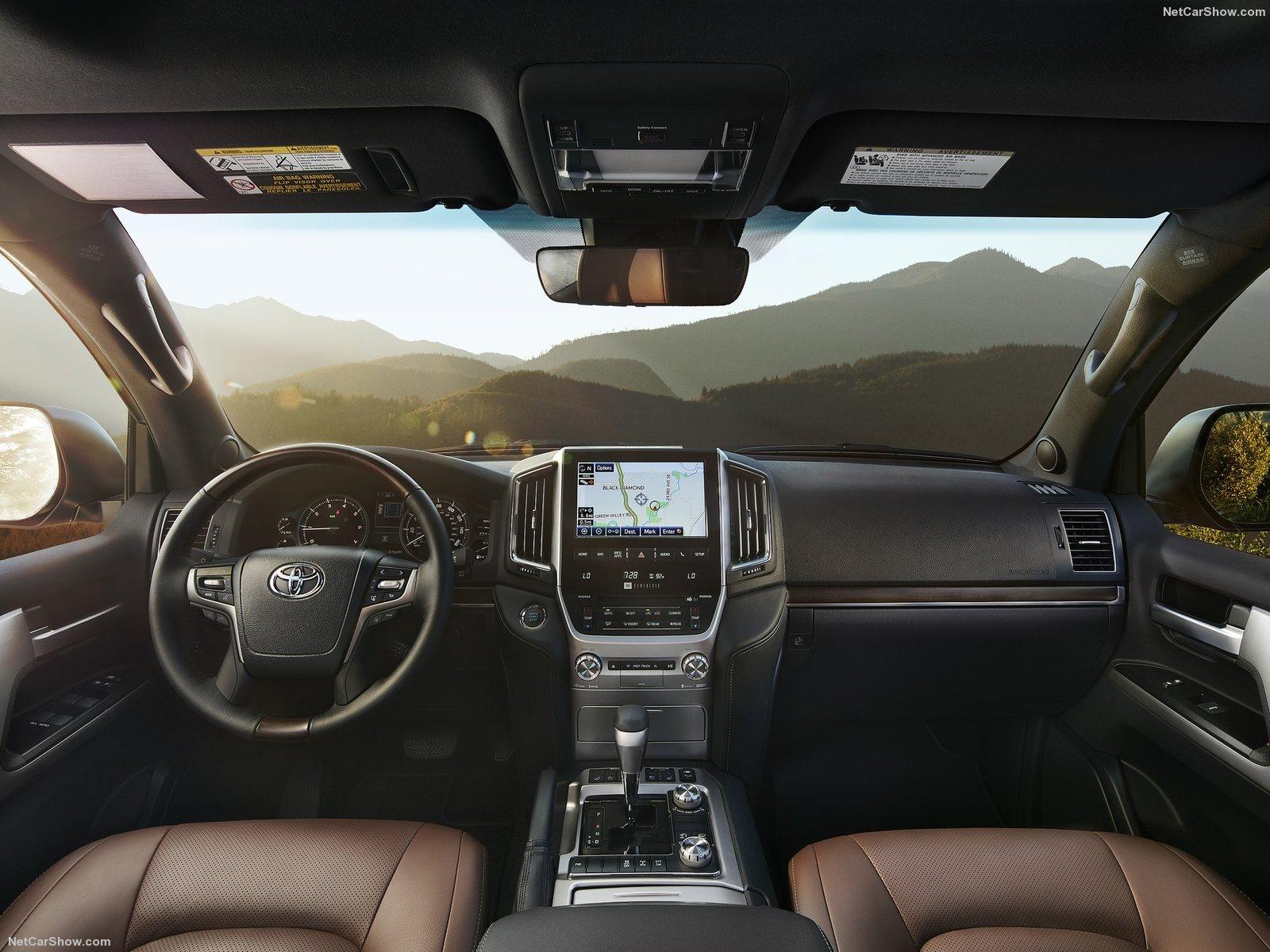 Hình ảnh xe ô tô Toyota Land Cruiser 2016 & nội ngoại thất