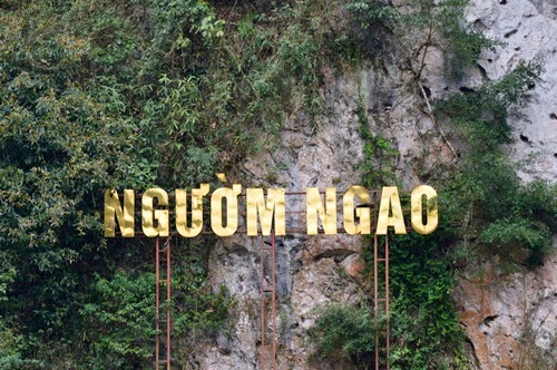 Visiting Nguom Ngao Cave to admire masterpiece in stone