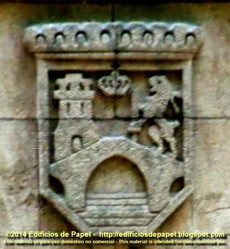 Escudo de Ourense en el centro