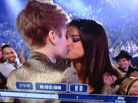 justin bieber and selena gomez billboard awards kiss. Justin Bieber and Selena Gomez