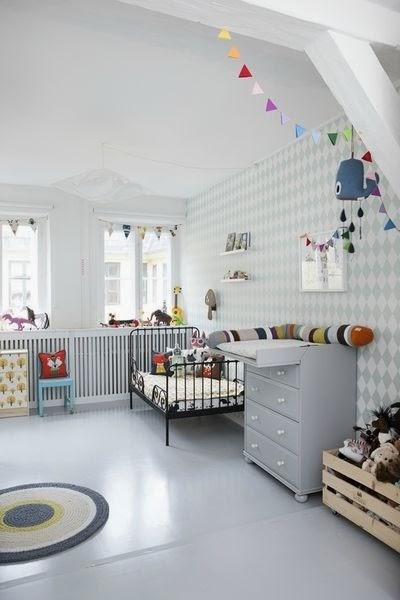 guirnaldas de colores diy para cuarto infantil