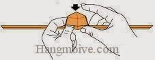 Bước 13: Gấp định lồi của tờ giấy xuống dưới thành một mặt phẳng.
