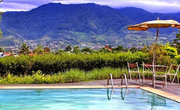 View pegunungan dari Gayatri Villages