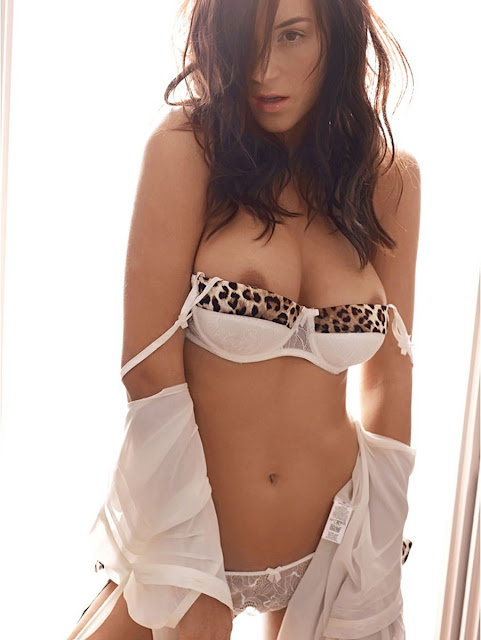 Rosie Jones Show Big Boobs