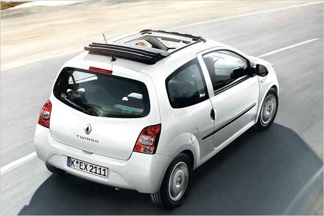 renault twingo as fresh air version authentique folding roof garage car. Black Bedroom Furniture Sets. Home Design Ideas