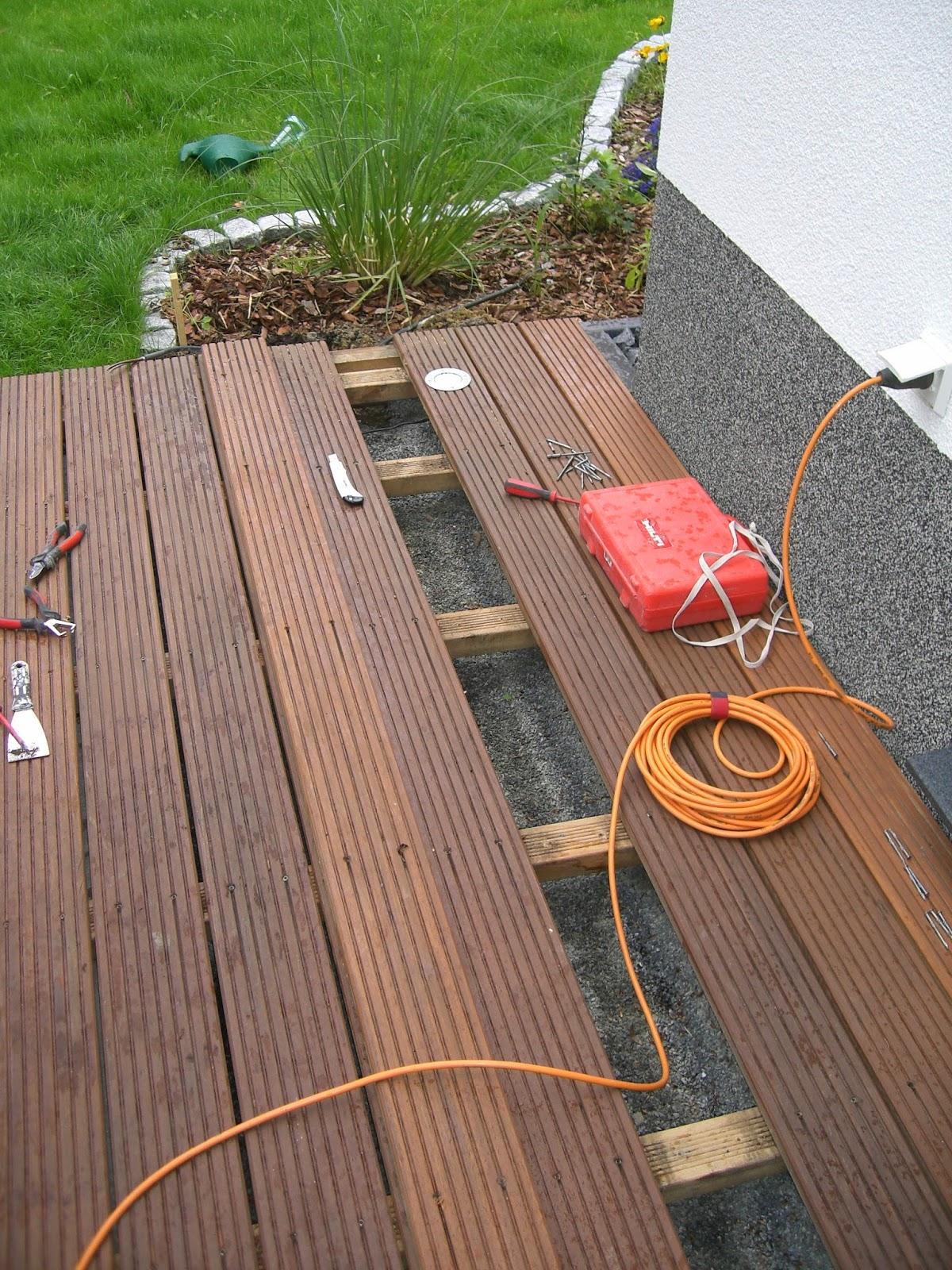 baubericht dachstrift terrasse mit bodenleuchten ausgestattet. Black Bedroom Furniture Sets. Home Design Ideas