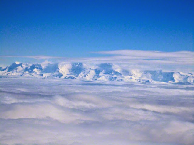 Royal Society Range, Transantarctic Mountains, view from Hercules. Photo © Bruce Luyendyk