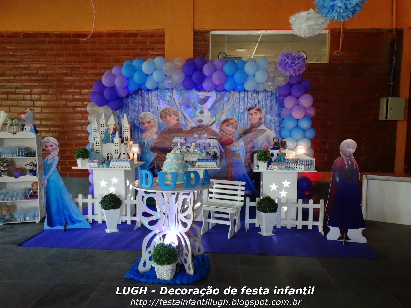 Decoração provençal com o tema Frozen para festa de aniversário infantil
