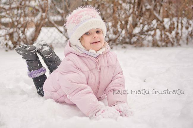 dziecięce zabawy w śniegu