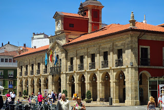Avilés, plaza del Ayuntamiento