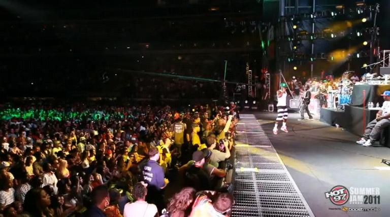 Foto do Lil Wayne se apresentando com 6 Foot, 7 Foot no Summer Jam