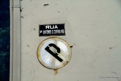 Signs (Ouro Preto, Minas Gerais, Brazil), by Guillermo Aldaya / PhotoConversa