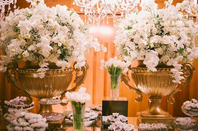 decoração recepção casamento lírio orquídea tulipa vermelho dourado branco mesa de doces