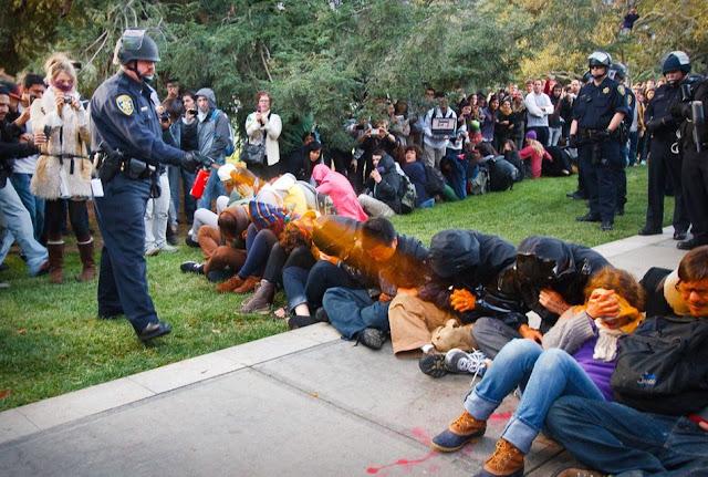 華爾街抗議 警察噴灑胡椒