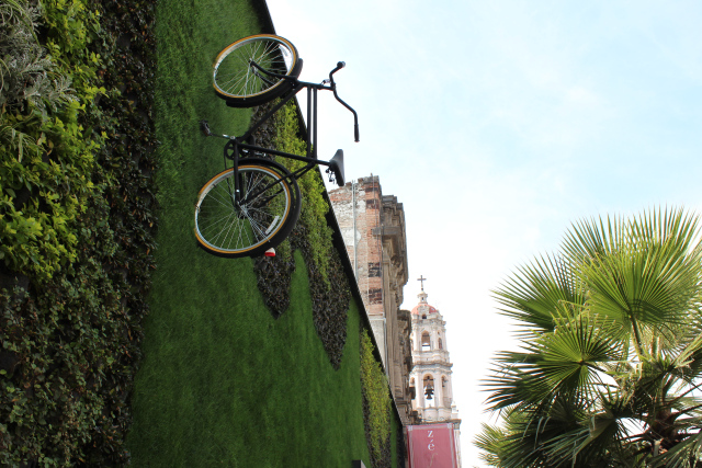 Decorar interiores jard n vertical con bicicletas for Jardin vertical madrid