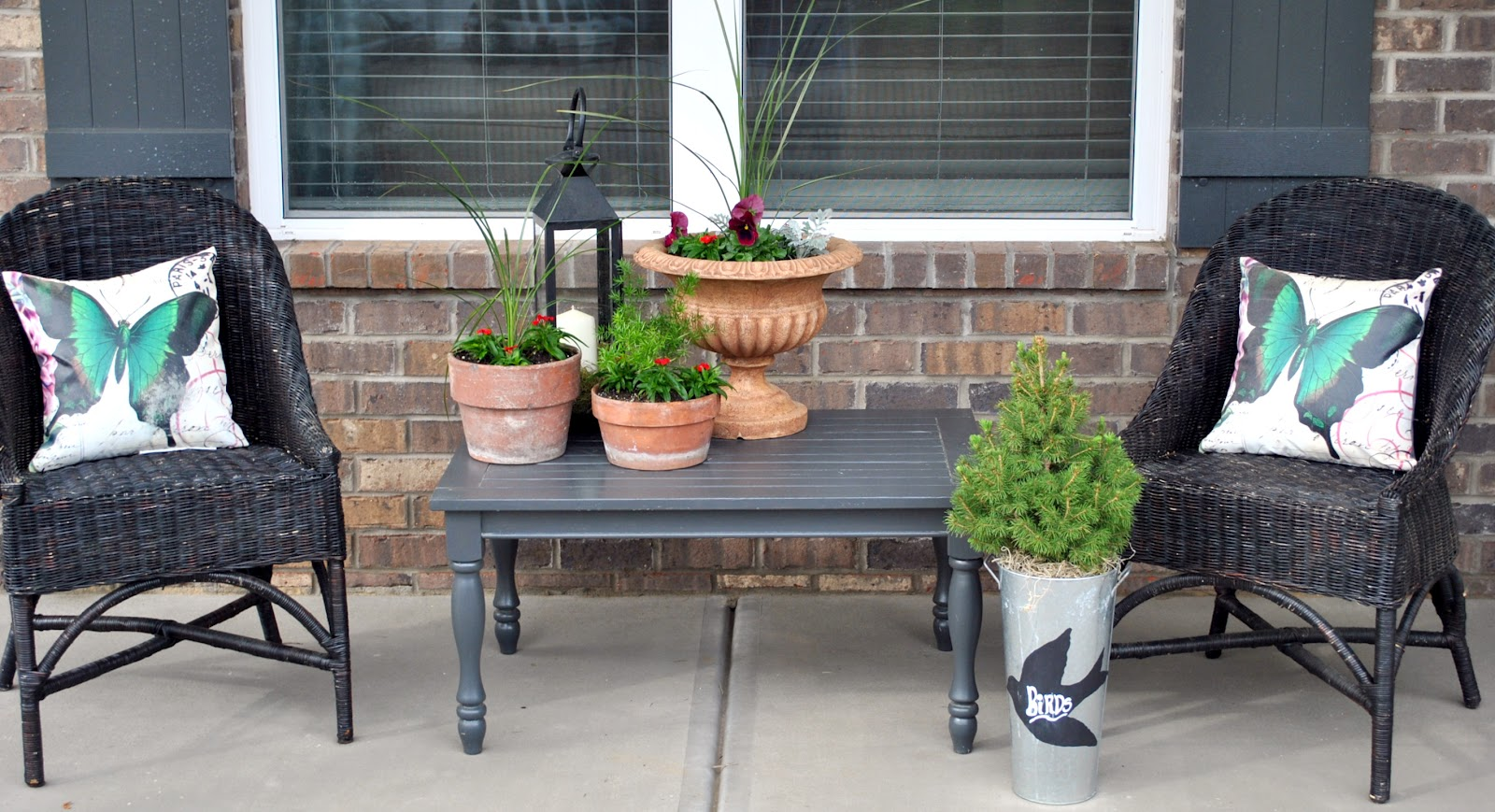 Design and decor spring front porch and wreath project for Front porch table ideas