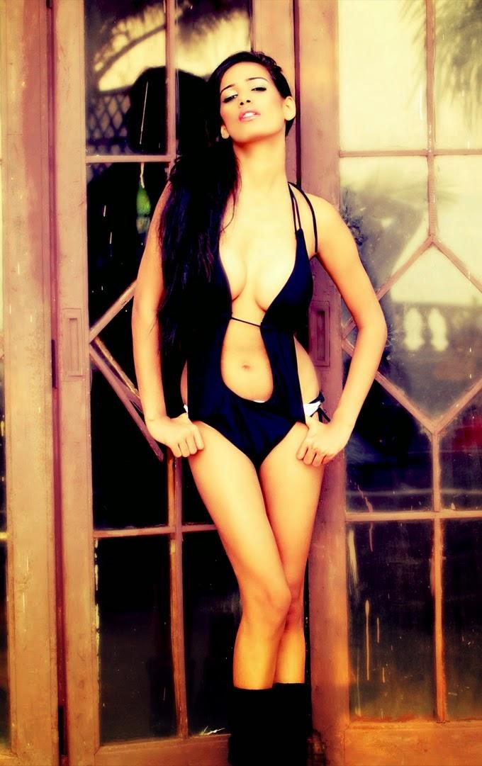 Poonam Pandey in Black bikini hd wallpapers