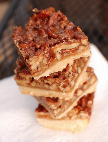 Scrumpdillyicious: Caramel Pecan Squares