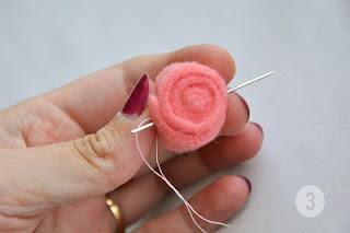 Mini-rosa de feltro passo a passo