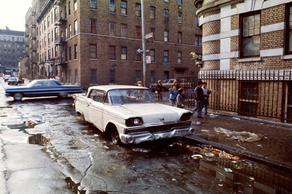 Coche abandonado en South Bronx, 1970