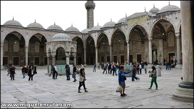 Mezquita-Azul-patio