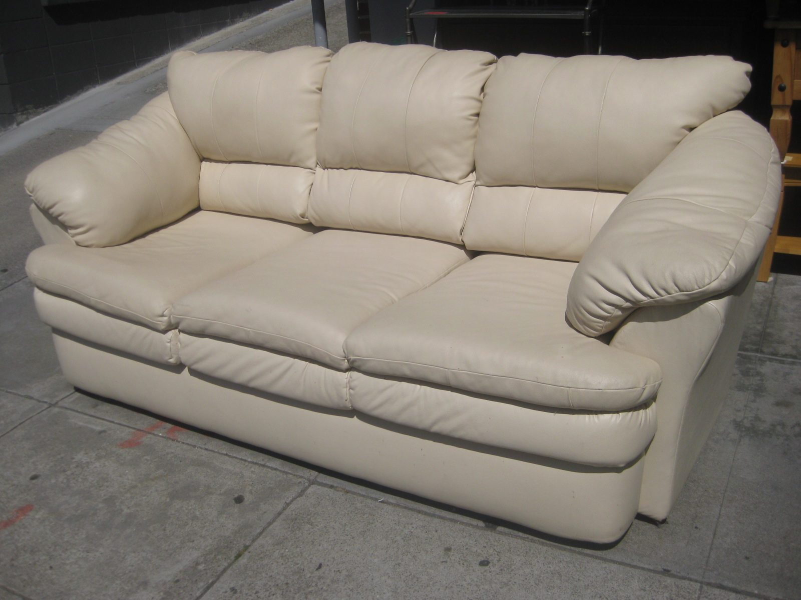 Superbe SOLD   White Leather Sofa   $100
