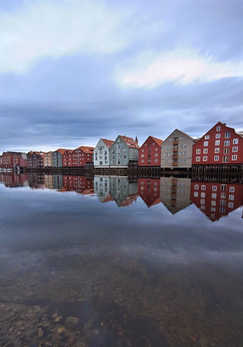 The people of Trondheim have always seen the special quality of the wharves, so they are still proudly standing today, having not only survived the Swedes, but also plans in the 1930s to tear them down and replace them with modern blocks in the functionalist style.