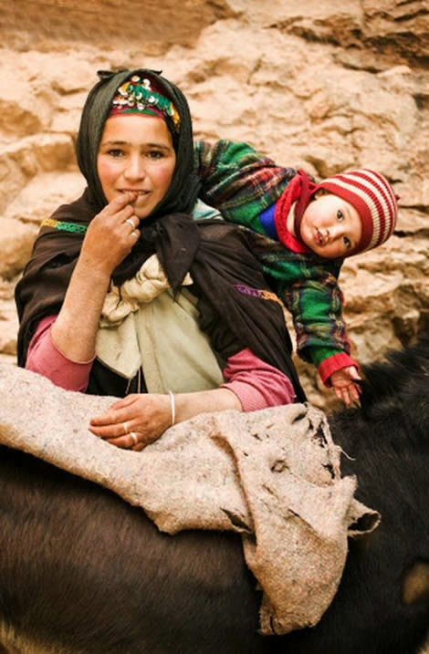 Africa | A Berber nomad woman with her child - Atlas mountains, Morocco | ©Martin Harvey