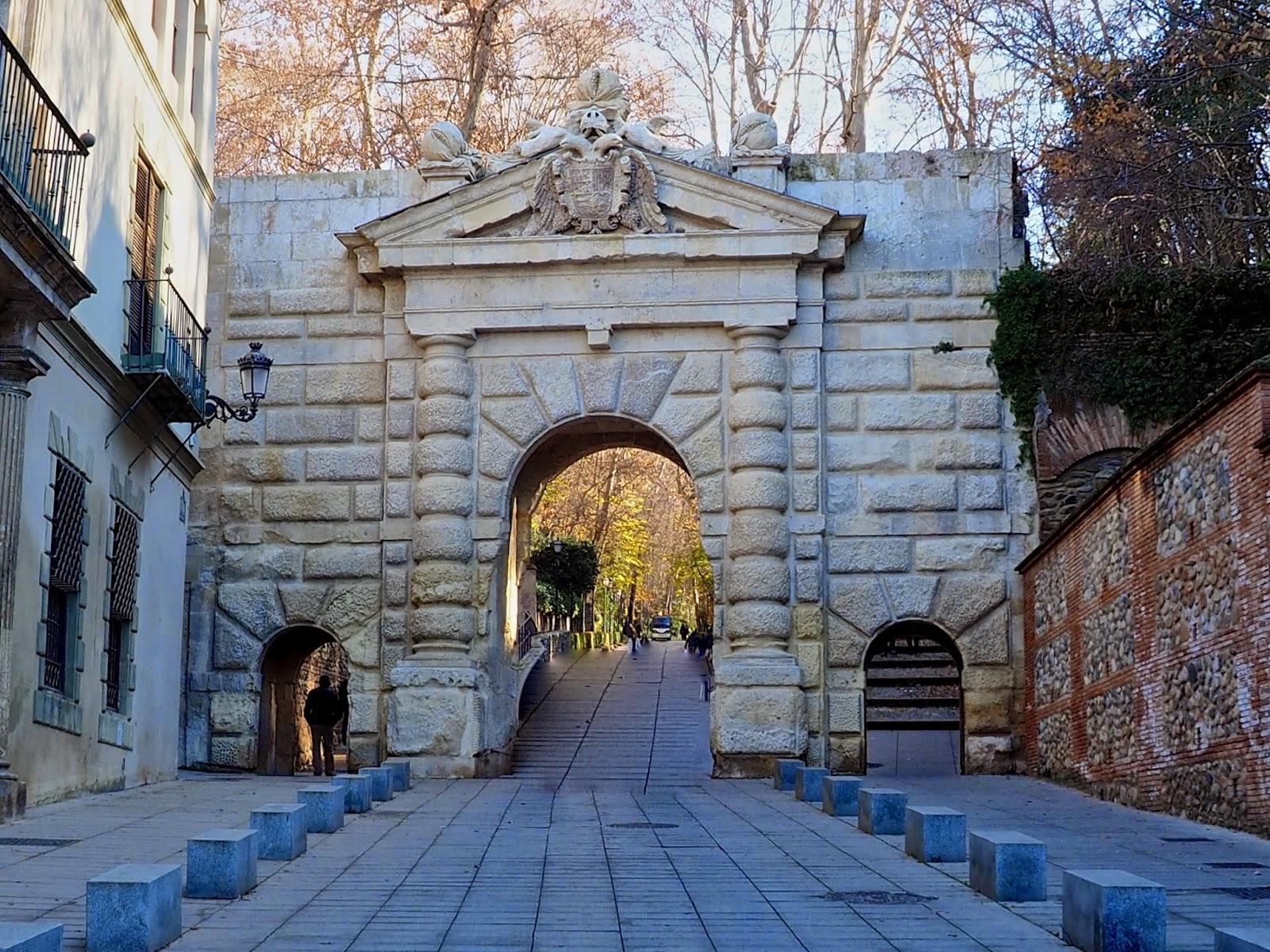 Desde Plaza Nueva Paseo Por El Renacimiento En Granada