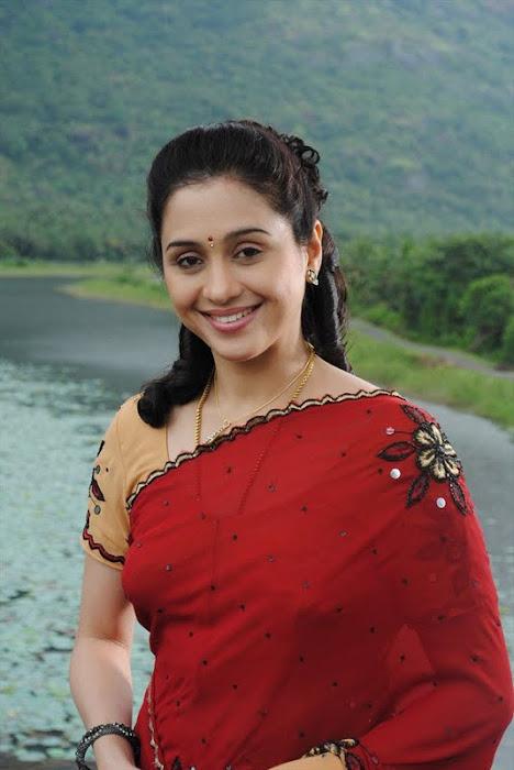 devayani @ kodi mullai tv serial glamour  images
