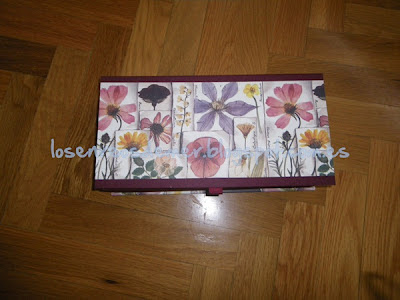 Caja tipo libro realizada en cartonaje