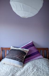 Itämaiset koristetyynyt, lukutyyny sängyn päällä