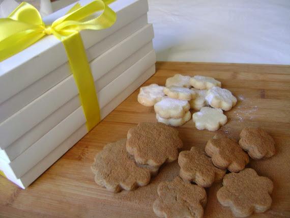 caixas com biscoitos de confeiteiro