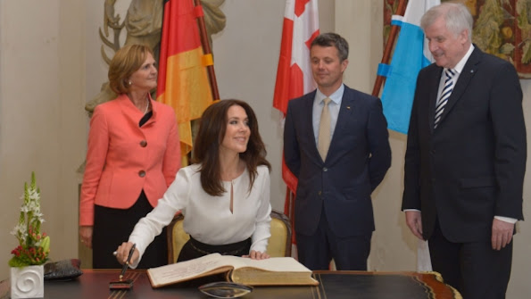 Crown Prince Frederik and Crown Princess Mary of Denmark met with Bavarian Minister Horst Seehofer, his wife Karin and bavarian economic minister Ilse Aigner at the Bavarian residence