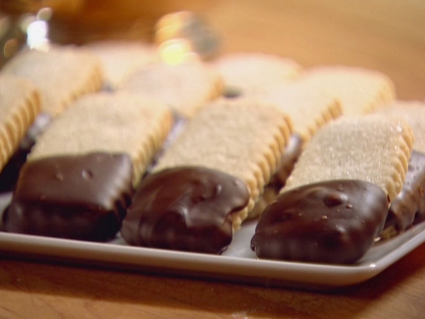 Serve andenjoy the shortbread cookie recipe dessert