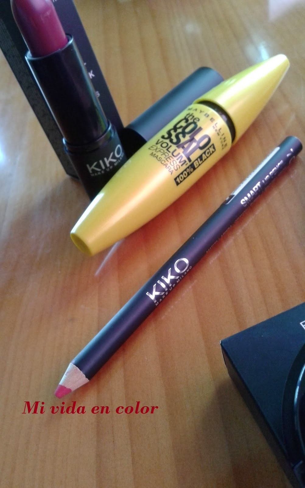 haul-review-swatches maybelline colossal volum express 100%black labial 914 kiko sombra 122 KIKO perfiladores KIKO 709710