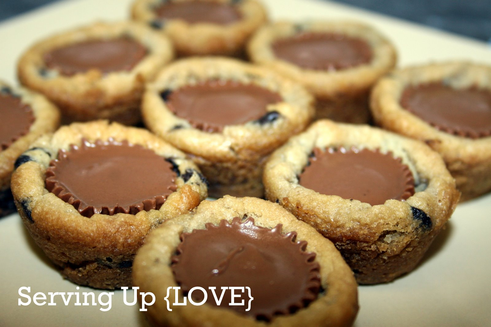 ... Kitchen: Serving Up {Cookies}: Chocolate Chip Peanut Butter Cup Bites