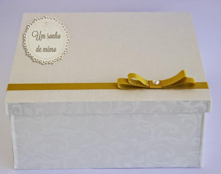 Caixa personalizada forrada em tecido para padrinhos