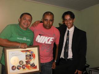 CANTORES JOSE ANTONIO, DACIO GUALTER E O DIRETOR DA ART LINE ROMAEL