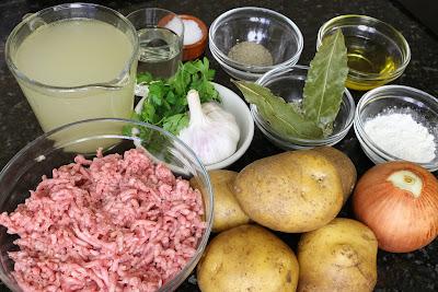 Ingredientes para patatas en salsa rellenas de carne